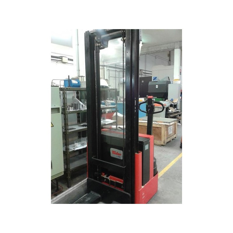 Electric stacker, forklift